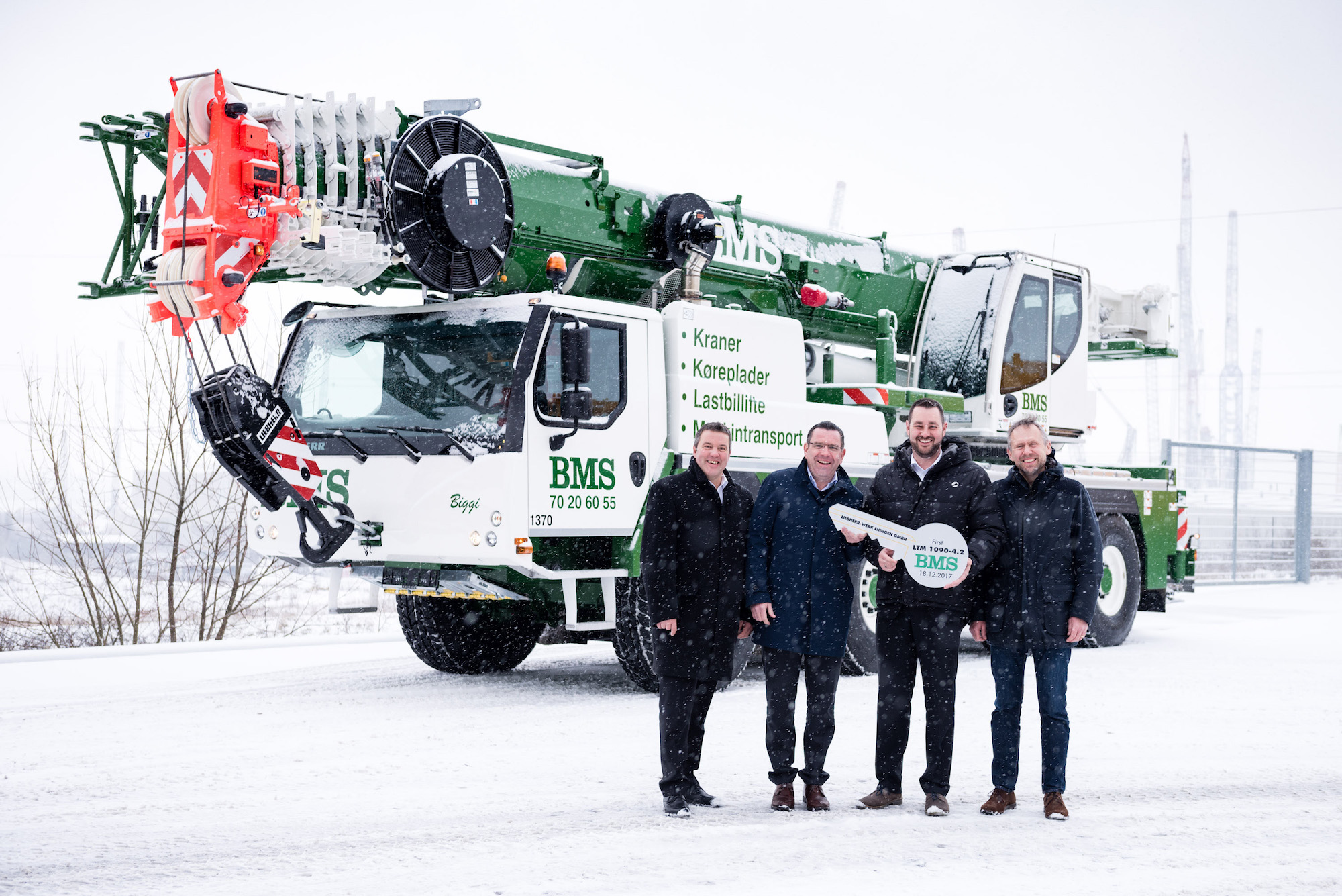 News - BMS takes delivery of first Liebherr LTM 1090-4 2